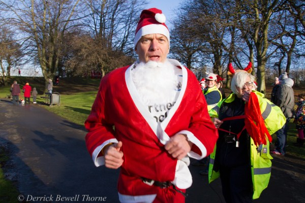 imgl7938-santa-dash-sandall-2012-december-10-2012derrick-bewell-thorne-5184-x-3456-copy