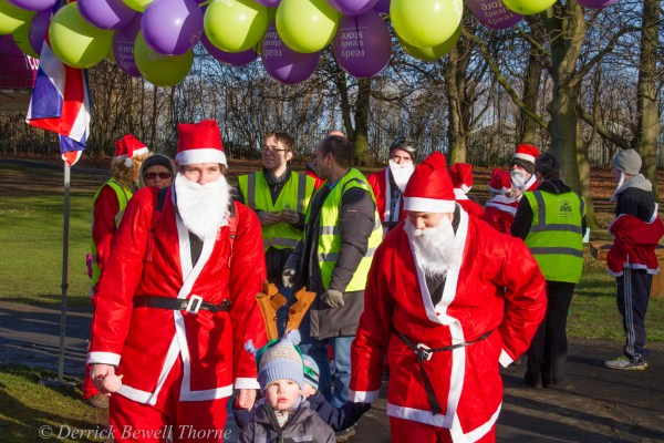 imgl8000-santa-dash-sandall-2012-december-10-2012derrick-bewell-thorne-5184-x-3456